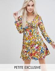 Boohoo Petite - Robe florale à dos ouvert